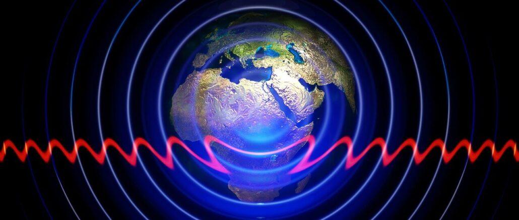 der Erdball ist umgeben von elektromagnetischen Schwingungen, beispielsweise UV Strahlung.