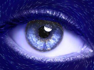 Eine Nahaufnahme eine Auges, blau verfremdet